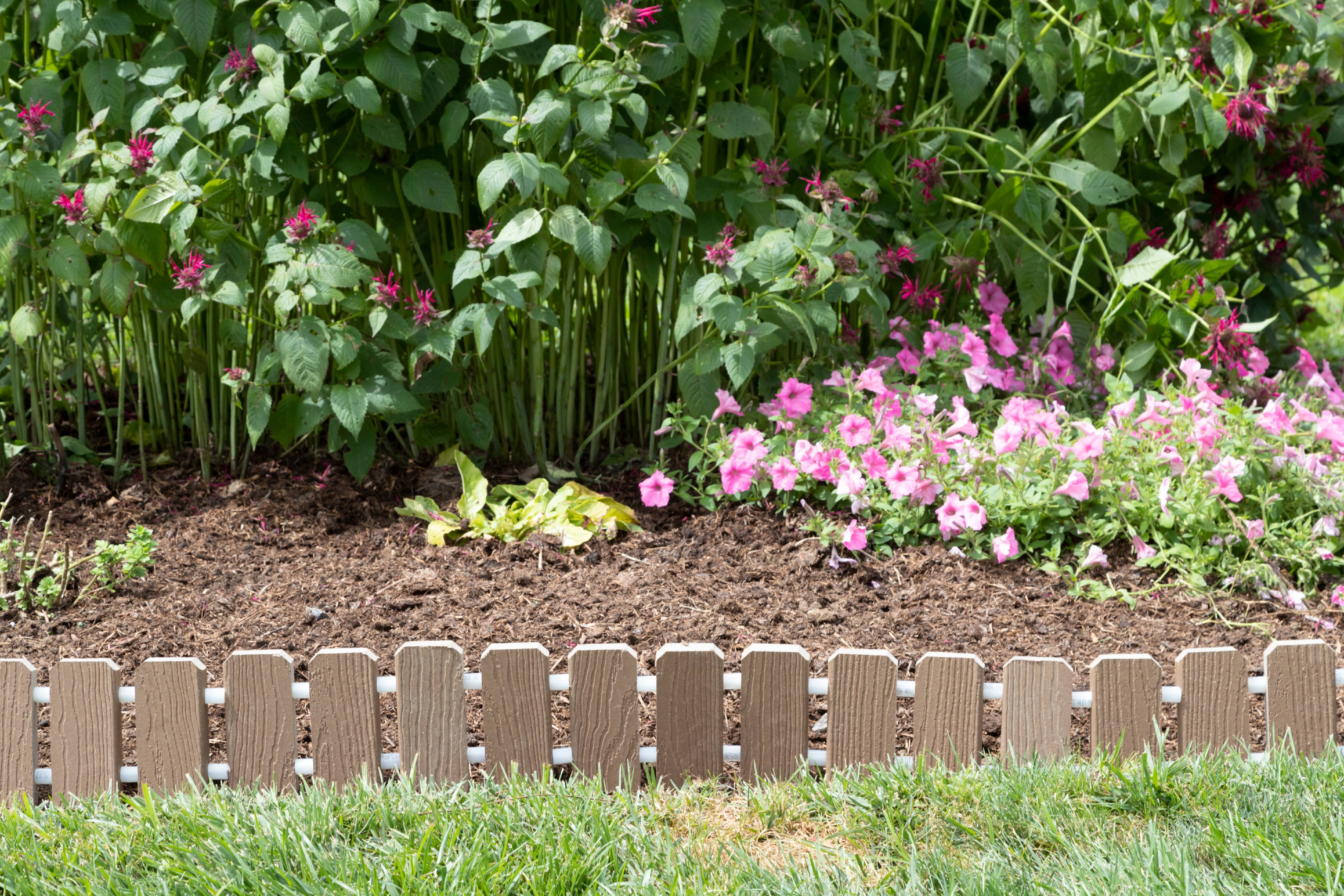 Furniture Barn USA™ Garden Edging   Evergrain® Composite No Dig Roll Up Flower  Bed