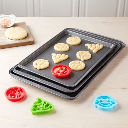Tasty Cookie Sheet Set with 4 Cookie Cutters ()