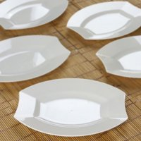 Efavormart 50 Pcs -  Crescent Oval Shaped Disposable Plastic Plate Dinner Plates for Wedding Catering Party Banquet Events