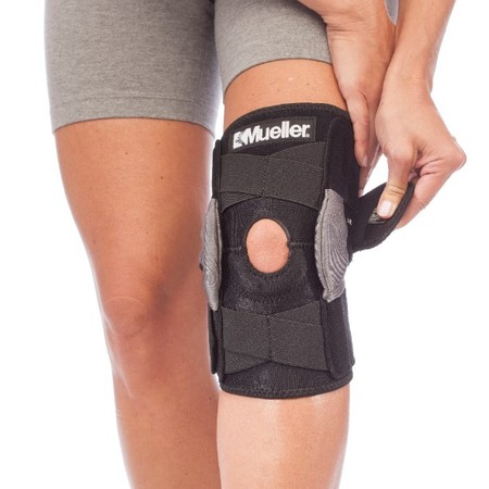 Mueller Adjustable Hinged Knee Brace, Black, One Size Fits Most (Adjustable Upright Support)