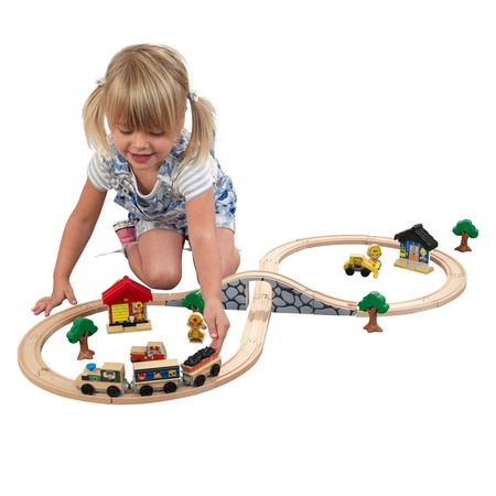 KidKraft Figure 8 Train Set with 38 accessories included - Train Toy